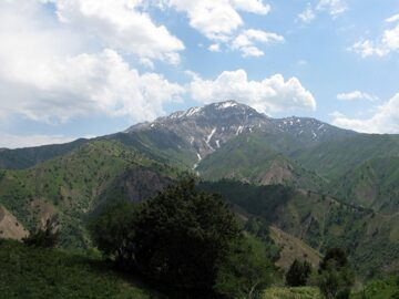 Uzbekistan trekking in Ugam-Chatkal national park along Chatkal mountain ridge