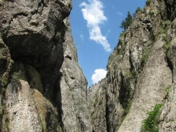 Uzbekistan hiking and trekking in Ugam-Chatkal national park through Gulkam canyon