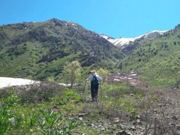 Uzbekistan hiking trekking in Ugam-Chatkal national park to Aksarsay waterfall 3